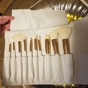 La Beaute Soi 10 brush set with vegan leather case